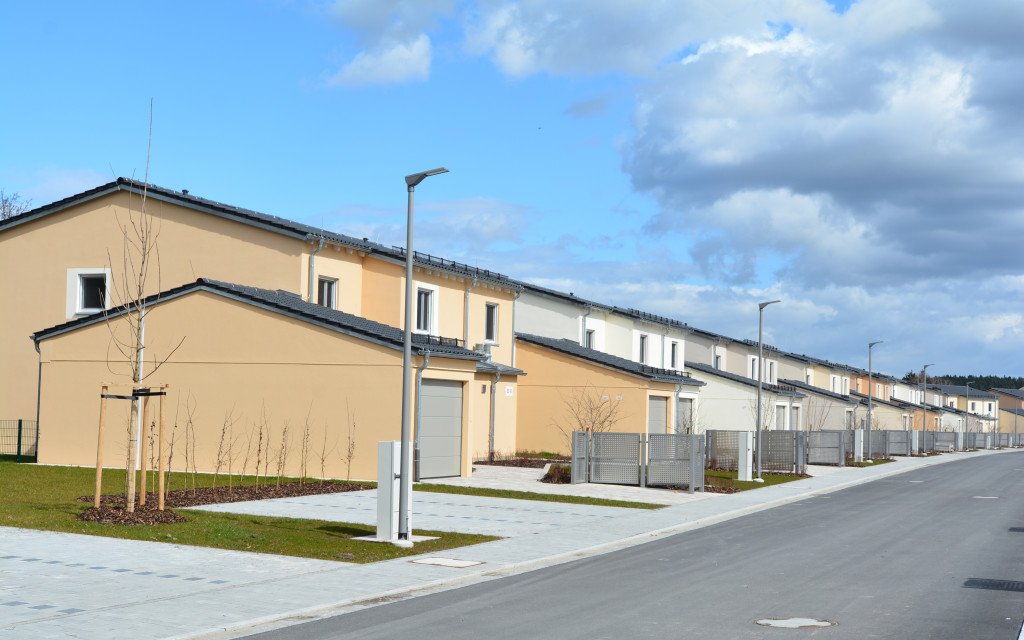 Construction was completed on 50 new three- and four-bedroom townhouses at Tower Barracks in Grafenwoehr, Germany in January 2016. Once final inspections are completed and appliances moved in, these townhouses, and another 20 at Rose Barracks in Vilseck, Germany, will be ready for families to move in by late May. (Photo by Andreas Kreuzer)